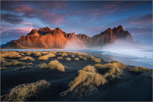 Premium poster Sunrise in Iceland with a view of the Vestrahorn