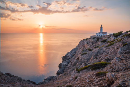 Premium poster Sunrise at the lighthouse in Cala Ratjada