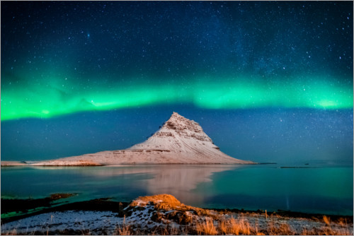 Premium poster The Kirkjufell mountain in the northern light