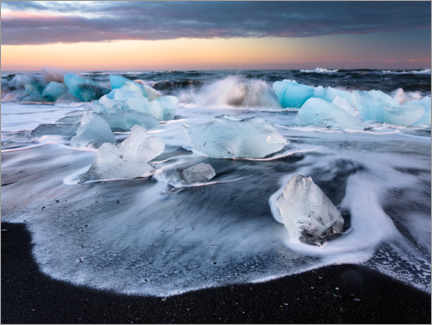 Canvas print  Blocks of ice on Jökulsárlón beach - Peter Wey