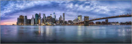 Premium poster  Manhattan skyline in the evening - Jan Christopher Becke
