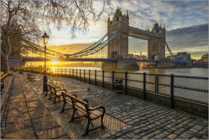 Premium poster Tower Bridge in London at sunrise