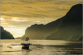 Michael Runkel - Outrigger in the bay of El Nido