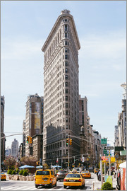 Matteo Colombo - Famous Flatiron building between Broadway and Fifth avenue, New York, USA