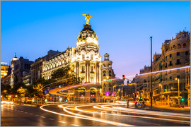 Matteo Colombo - Famous Gran Via and Metropolis hotel at night, Madrid, Spain