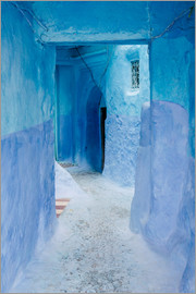 Alejandro Moreno de Carlos - Blue walls and door in medina in Chefchaouen, Morocco