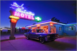 Julien McRoberts - The famous Blue Swallow Motel in Tucumcari at night