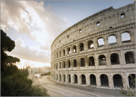 Roberto Moiola - The lights of sunrise frame the ancient Colosseum