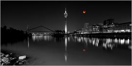 rclassen - Dusseldorf media harbor with Blutmond