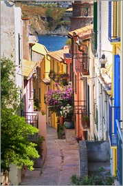 Per Karlsson - A narrow street with colorful houses