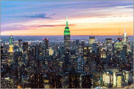 Matteo Colombo - Empire State building and Manhattan skyline illuminated at dusk, New York, USA