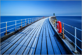 Garry Ridsdale - Frost sits on the timbers of Whitby Pier as it extends out to the sea on a cold winters morning, Whi
