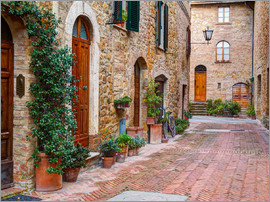 Julie Eggers - Street along the town of Pienza