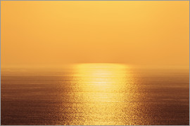 Alvis Upitis - Golden sky and sunlight setting over the pacific ocean, Island of Hawaii, Hawaii, United States of A