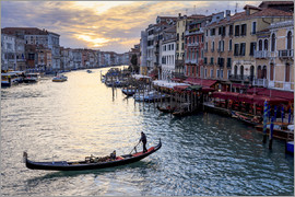 Eleanor Scriven - Gondola on the Grand Canal at sunset in winter, from Rialto Bridge, Venice, UNESCO World Heritage Si