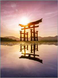 Jan Christopher Becke - Large Torii in Miyajima, Japan