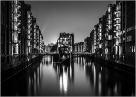 newfrontiers photography - Hamburg HafenCity quarter by night (monochrome)