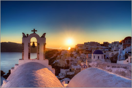 Circumnavigation - Church of Oia at sunset, Santorini
