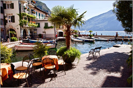 Small café in Brenzone on Lake Garda