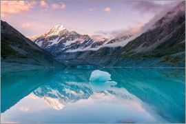 Matteo Colombo - Landscape: sunset over glacial lake with Mt Cook reflection, New Zealand