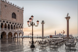 Dieter Meyrl - St. Mark's square in Venice during sunrise