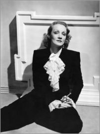 Marlene Dietrich, ca. early 1940s