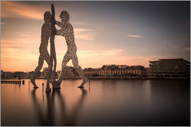 Sabine Wagner - Molecule Men river Spree