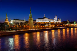 Moscow Kremlin and Vodovzvodnaya tower at night