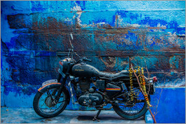 Laura Grier - Motorcycle parked on the street of Jodhpur