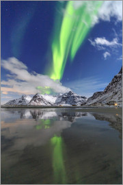 Roberto Moiola - Northern Lights (aurora borealis) and mountains reflected in the cold waters, Skagsanden, Lofoten Is