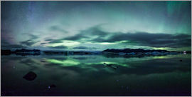 Matteo Colombo - Panoramic of northern lights (Aurora Borealis) over Jokulsarlon glacial lake, Iceland