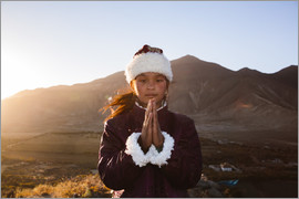 Matteo Colombo - Portrait of tibetan girl praying, Tibet