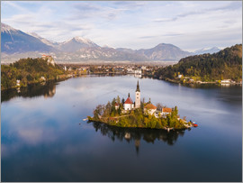 Matteo Colombo - Lake Bled and island in autumn, Slovenia