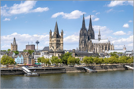Jan Christopher Becke - City view of Cologne in summer, North Rhine-Westphalia, Germany