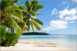 eyetronic - Beach with palm trees and turquoise ocean in Tahiti