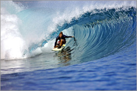 Paul Kennedy - Surfing blue paradise island wave