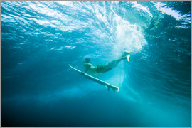 MakenaStockMedia - Surfer under water