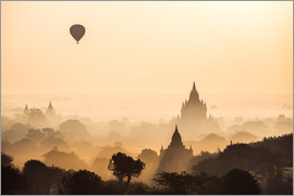 Matteo Colombo - Temples at sunrise with balloon flying, Bagan, Myanmar