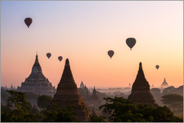 Matteo Colombo - Temples at sunrise with balloons flying, Bagan, Myanmar
