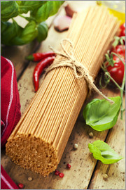 whole wheat spaghetti with ingredients