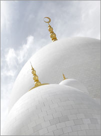white cupolas of sheikh zayed mosque