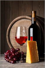 Red wine with cheese and grapes
