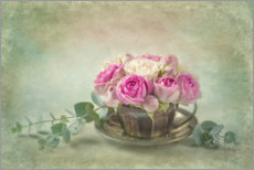 Premium poster Pink roses in a teacup