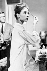 Premium poster Audrey Hepburn putting on make-up