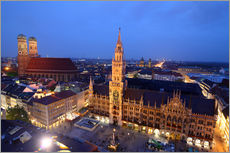 Church of our Lady and the new town hall in Munich at night