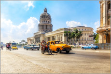Havana Capitol with Oldtimer