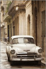 Havana street with 1950s vintage car