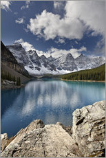 Moraine Lake in the fall with fresh snow, Banff National Park, UNESCO World Heritage Site, Alberta,