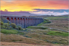 Pen-y-ghent and Ribblehead Viaduct on Settle to Carlisle Railway, Yorkshire Dales National Park, Nor