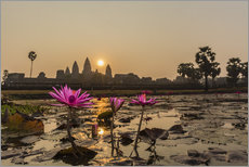 Sunrise over the west entrance to Angkor Wat, Angkor, UNESCO World Heritage Site, Siem Reap, Cambodi